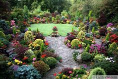 Colorful garden design that blooms every season looks fabulous and very impressive, providing great inspirations for beautiful backyard designs and front yard landscaping ideas. Nature is inspiring. People need to notice small details and see the natural beauty in them to create fabulous yard landsc