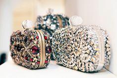 Clutches com pedras brilhantes - Foto: Alexander McQueen