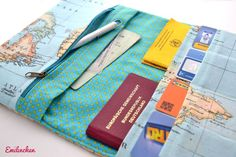Reiseetui Flugticket, Reisepass, Kreditkarten von Emilinchen auf DaWanda.com Diy Sewing Projects, Sewing Tutorials, Sewing Crafts, Sewing Patterns, Baby Sewing, Free Sewing, Diy Wedding Presents, Fabric Wallet, Diy Bags Purses