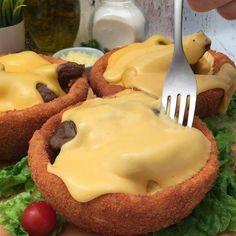 빵 튀김에 담아먹는 소고기 볶음과 녹인 치즈! Cheddar Fondu, Weird Food, Cheese, Breakfast, Asian Recipes, Ideas, Original Recipe, Bowls, Eat