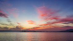 17 Oct. 6:17 朝焼け(sunrise glow)の博多湾です。 ( Morning  at Hakata bay in Japan )