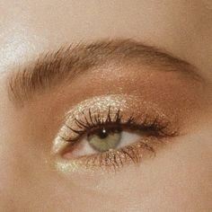 bronzy glitzernd zartes glam make up look # .- bronzy glitterly soft glam make up look - bronzy glitterly soft glam make up look Glam Makeup, Cute Makeup, Pretty Makeup, Skin Makeup, Eyeshadow Makeup, Makeup Brushes, Glitter Eyeshadow, Eyeshadows, Makeup Style