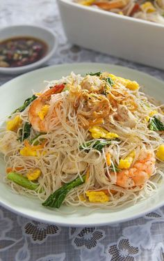Singapore Style Fried Rice Vermicelli – Ajinomoto Malaysia Use bean thread noodles? Mie Noodles, Fried Rice Noodles, Chinese Rice Noodles, Asian Recipes, Healthy Recipes, Ethnic Recipes, Indonesian Recipes, Rice Noodle Recipes, Mai Fun Noodles Recipe