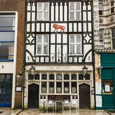 A view of The Red Lion house be made public on Southampton, one of the most old houses in England Red Lion, Southampton England, British Pub, Log Fires, Pub Signs, Princess Cruises, Heaven On Earth, Hampshire, Hearth