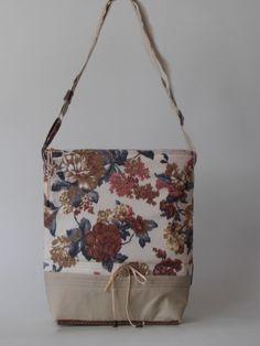 Drapp virágmintás nõi táska