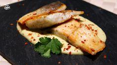 Riquísima lubina en salsa de alcachofas y Parmesano, un pescado para chuparse los dedos.