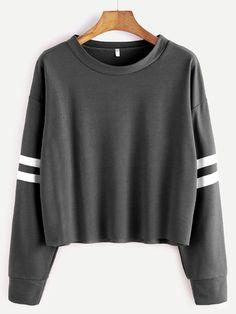 Camiseta corta hombro caído de raya univeristaria - gris oscuro