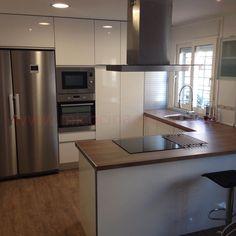 Aqui os dejamos una fotografia de un cliente nuestro de una cocina con Peninsula y campana de Islann28/01/2015 20:31