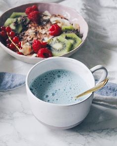Blue matcha blend from bluechai. Its so delicious together with oat milk. Stay tuned for some more blue creations! Butterfly Pea Flower Tea, A Food, Good Food, Thé Oolong, Valeur Nutritive, Vegan Cafe, Acide Aminé, Pea Recipes, Tea Blends