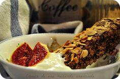 Homemade crunchy oatbars with greek yogurt and figs