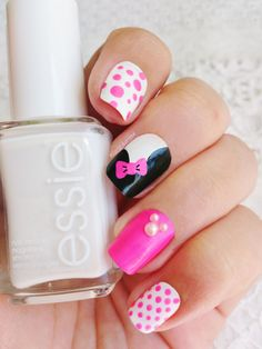 Nail Art Minnie - China Glaze Liquid Leather n°70576 - China Glaze Pink Voltage n°70291 - Essie Bla