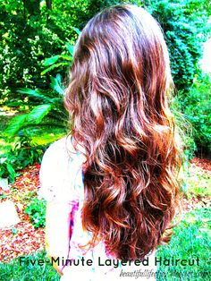 Sooo easy! Only five minutes to cut your hair in these beautiful layers!