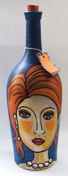 Botella, love the face Wine Bottle Art, Painted Wine Bottles, Painted Wine Glasses, Wine Bottle Crafts, Glass Bottles, Decoupage Glass, Jar Art, Altered Bottles, Bottle Painting