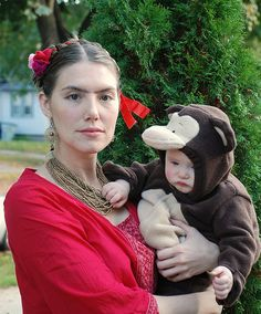 Great mother/baby costume idea...