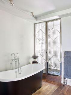 Isabel López-Quesada | Projects Bathroom Goals, Bathroom Ideas, Shower Enclosure, Shower Doors, Clawfoot Bathtub, Isabel Lopez, Air Bnb, Projects, House