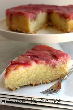 Rhubarb Upside Down Cake. This unique coffee cake recipe is sure to wow brunch guests. I remember my grandma making delicious rhubarb dishes, so anything with rhubarb always takes me back. Rhubarb Dishes, Rhubarb Desserts, Köstliche Desserts, Delicious Desserts, Rhubarb Coffee Cakes, Rhubarb Cake, Strawberry Rhubarb Bars, Baking Recipes, Cake Recipes