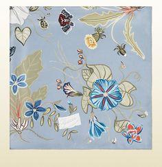 Gucci - flora knight print silk foulard 3714433G0014900 Moda Di Lusso, Moda  Italiana, Sciarpe 8c02be0b9b9