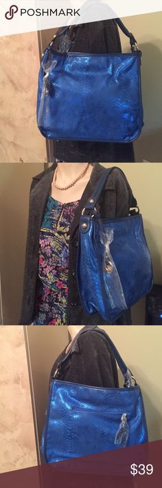 "✅SALE ✅NEW PURSE ✅GREAT GIFT - MAKE OFFER✅ ✅SALE ✅NEW PURSE SIZE APPROX. 12"" X 12"" AND ABOUT 15"" INCLUDING STRAP, LOTS OF ZIPPER POCKETS - GREAT EVERYDAY PURSE✅GREAT GIFT - MAKE OFFER✅ Bags Shoulder Bags"
