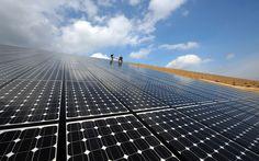 Os Estados Unidos poderiam ser totalmente abastecidos somente com energia solar fotovoltaica. Foi o que afirmou o empresário Elon Musk, dono de empresas como a Tesla e SpaceX e um dos maiores investidores na tecnologia solar no mundo, que destacou ser necessário apenas uma pequena parte estados como o Texas, Nevada ou Utah para a construção de usinas solares capazes de gerar energia limpa e renovável e sustentar todo o consumo energético da população dos EUA.A estimativa de Musk foi dita… Elon Musk, Nevada, Utah, Le Site, Solar Panels, Building, Outdoor Decor, The World, United States