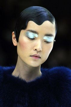harpersbazaar.com jewel-worthy shine on lids accentuated the plush fabrics and wave-like ripple of sideswept hair.