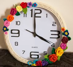 Springtime Clock cozy Crochet World, Crochet Home, Diy Crochet, Fillet Crochet, Crochet Decoration, Diy Clock, Free Pattern, Projects To Try, Crochet Patterns