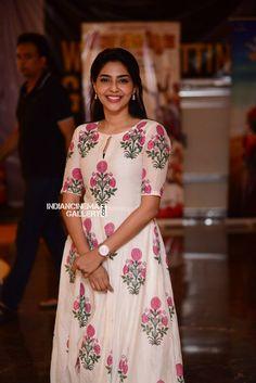 Aishwarya Lekshmi at Njandukalude Naattil Oridavela 100 Days celebration Saree Blouse Neck Designs, Kurti Neck Designs, Dress Neck Designs, Blouse Designs, Churidar Designs, Party Wear Indian Dresses, Designer Party Wear Dresses, Indian Designer Outfits, Trendy Dresses