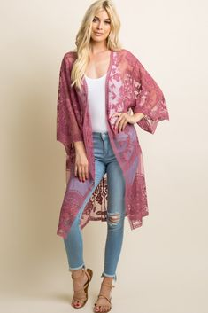 A solid hued long kimono featuring a scalloped lace mesh material, open front, and short sleeves. This style was created to be worn before, during, and after pregnancy. Spring Outfits, Trendy Outfits, Cute Outfits, Fashion Outfits, Lace Cardigan Outfit, Look Kimono, Mode Bcbg, Look Rose, Up Girl