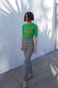 I've Noticed These 5 Trouser Trends Emerging—and I'm Into Them All Top trouser trends Marta gingham trousers. Funky Outfits, Colourful Outfits, Mode Outfits, Summer Outfits, Casual Outfits, Fashion Outfits, Office Outfits, T Shirt Outfits, Green Outfits For Women