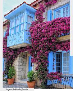 Nada como ter cores ao nosso redor. Bom dia!!!!  Arquitturade #arquiteturadecoracao #adfachada #turquia#turkey #domingo