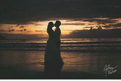 No swing da cor Dançando nas ondas O teu mel, teu sabor Dá água na boca  É a musa do verão Calor no coração O fogo do teu beijo traz alucinação Musa do verão Ardente tentação 40 graus de sonho de desejo e paixão Musa do verão  Seu olhar Gotas de cristal Que iluminam o litoral Só você Minha estrela do mar Baby, como é bom te amar (8
