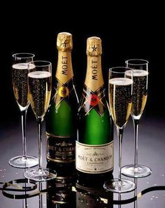 Happy Birthday Drinks, Happy Birthday Greetings Friends, Happy Birthday Woman, 21st Birthday Cards, Happy Birthday Messages, Glass Of Champagne, Vintage Champagne, Champagne Bottles, Moet Chandon