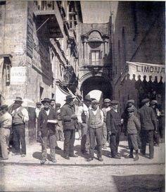 Valletta c 1905.  Strada Teatro cw Strada Mercanti.