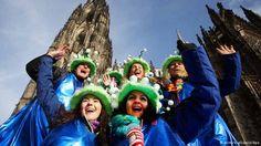Deutschland Karneval 2014 Weiberfastnacht Köln - Todo ano no dia 11/11 pontualmente às 11:11 começa a época carnavalesca em Colônia, assim como em Düsseldorf e algumas outras cidades do Rhein-Ruhr-Gebiet. E
