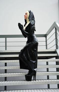 Miss Fetilicious | DeMask | nun | black latex