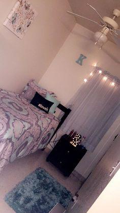 New room decor quarto solteiro ideas Dorm Room Designs, Teen Bedroom Designs, Cute Bedroom Ideas, Room Design Bedroom, Room Ideas Bedroom, Small Room Bedroom, Girls Bedroom, Bedroom Decor, Aesthetic Bedroom