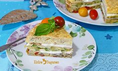 Pastel de Tortillas con Bechamel - entre3fogones.com Sandwiches, Tacos, Mexican, Ethnic Recipes, Food, Vegetarian, Gastronomia, Roasted Red Peppers, Yummy Cakes