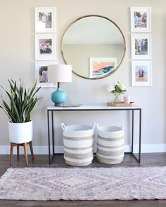 25 diy home decor for entryway decor establish a serene tone on your home or apartment Home Living Room, Living Room Designs, Living Room Decor, Bedroom Decor, Living Room Ideas, Master Bedroom, Foyer Decorating, Narrow Hallway Decorating, Interior Decorating Styles