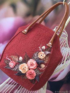 Beautiful Handbags, Beautiful Bags, Leather Bags Handmade, Handmade Bags, Felt Purse, Felt Bags, Ethnic Bag, Embroidery Bags, Diy Handbag