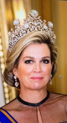 Dutch Queen Maxima weating the Stuart Diamond Tiara Royal Crown Jewels, Royal Crowns, Royal Tiaras, Royal Jewelry, Tiaras And Crowns, Dutch Queen, Invisible Crown, Diamond Tiara, Actrices Hollywood