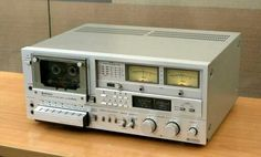 Hitachi D-5500 Cassette Deck from 1979.