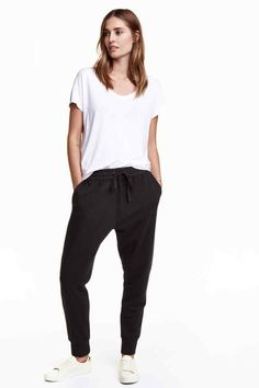 Sweatpants with a woven, elasticized drawstring waistband, side pockets, and tapered legs with ribbed hems. Harem Pants, Pajama Pants, Joggers, Sweatpants, H&m Online, Parachute Pants, Fashion Online, Style Me, Kids Fashion