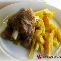 One pot lemony lamb with potatoes Lemon Potatoes, Lamb Recipes, One Pot, Different Recipes, Bon Appetit, Pork, Beef, Stuffed Peppers, Cooking