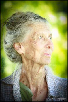 Hazel....grace and elegance.  Une photographie exceptionnelle du photographe américain Tim Mazzaferro!  Cette dame, qui s'appelle Hazel, est magnifique !