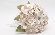 Ramos originales para novias diferentes:  Flores de tela o fieltro. Así, podrás guardar el ramo para siempre.