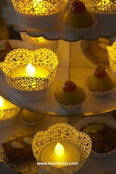 Un centre de table original ? Des cupcakes et des chauffe-plat led ;)