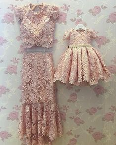 Mommy and Daughter Outfit 🏆 Mother Daughter Matching Outfits, Mother Daughter Fashion, Mom Daughter, Cat Dresses, Little Girl Dresses, Flower Girl Dresses, Fashion Kids, Robes Tutu, Baby Couture