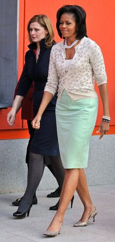 a1fba6157f762 US First Lady Michelle Obama (in J. Crew) and Sarah Brown, wife of British  Prime Minister Gordon Brown, visit Maggie's Cancer Caring Centre on April  2009 in ...