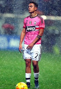 Paulo Dybala of Juventus FC shows his dejection during the Serie A match between US Sassuolo Calcio and Juventus FC at Mapei Stadium - Città del Tricolore on October 2015 in Reggio nell'Emilia, Italy. Juventus Fc, Juventus Players, World Football, Football Kits, Football Soccer, Cr7 Messi, Neymar, Soccer Guys, Football Players