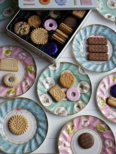 http://www.jellyandblancmange.co.uk/acatalog/Party_Tableware.html Vintage Tea Party Plates