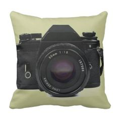 fotoskaljac: slr photo camera - classic design throw pillow